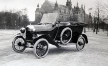 1915 levererades denna Ford T med svenskbyggd kaross till Albert Bonniers Bokförlag.