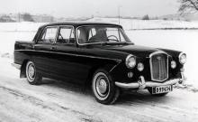 13 108 exemplar byggdes åren 1959–61 av 6/99-modellen. 102 hästkrafter och dubbla SU-förgasare. En gedigen vagn för svenska vintervägar!