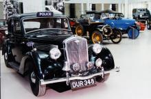 1937 års sexcylindriga Wolseley Series II 14/56 var sannolikt märkets snabbaste modell och användes därför gärna av polisen.