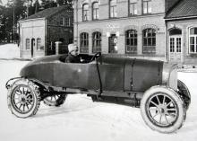 G. Westerbergs isracer är fotograferad utanför Scania-Vabis huvudkontor i Södertälje.