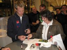 PG Andersson, en populär autografskrivare, i rallytokiga Värmland.