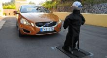 Volvos  autobroms  Pedestrian Detection  fungerar även mot fotgängare.