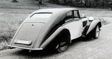 en unik Alvis med strömlinjeformad specialkaross från Bertelli. Bilen är byggd 1936 på ett 3,5-literschassi och har funnits i Sverige åtminstone sedan 40-talet...