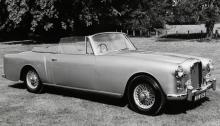 Alvis TD21 var i produktion åren 1956–63 och såldes både som 2-door saloon och som drophead coupé, en cabriolet. Skivbromsar fram från 1959, runt om från 1962.
