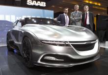 Jan Åke Jonsson presenterade nya konceptbilen Phoenix i Genève i början av mars tillsammans med designchefen Jason Castriota och Victor Muller.