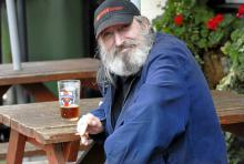 Peter George Blackburn har flera pubar att välja mellan när han tar sin dagliga promenad längs huvudgatan i Chalfont St. Giles.