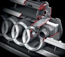 Den infraröda kameran är placerad i bilens grill och skyddas av en glasskiva. Den har även ett separat spolarmunstycke som rengör den samtidigt med vindrutespolningen.
