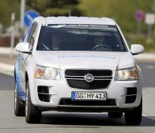 Opel Hydrogen4 visades första gången år 2008 och var ett gemensamt GM-projekt. Den amerikanska varianten kallades Chevrolet Equinox FCEV.