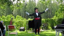 Scenuppträdande i det fria i Bergslagsskogarna, här Anders Björk föreställande Ernst Rolf.