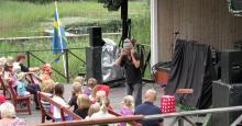 ...och nu är det systersonen Ove Hoffner som framträder med mordgåtor och i diverse teateruppsättningar för barn.