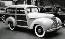 En gullplutt från 1949 års Paris-salong, en Rosengart med USA-inspirerad woody-kaross.