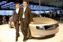 Andreas Nilsson, främst, och Jonathan Disley har designat Volvo Concept Universe. Huvens linjer påminner om gamla PV. Strålkastare och grill liknar solsystem och är mönsterkyddade.