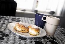7. Café Skogshyddan kan överraska  med hembakad semla till  kaffet.