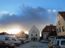 Runt Stora Torget mitt i Visby ligger många av de mest populära restaurangerna. På själva torget har det länge funnits en marknad men under de närmaste åren ska det byggas om för 12,5 miljoner. Sommaren 2012 invigs det nyrenoverade torget.