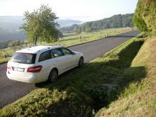Vi rekommenderar att man ger sig tid och undviker Frankrikes dyra motorvägar. Det finns så mycket att uppleva längs de mindre vägarna.