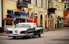 Även stora bilar får plats på Söderköpings fina gator. Här en Ford Galaxie från 1959.