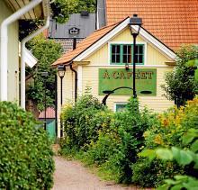 Att vandra omkring i Söderköping är som att befinna sig i en berättelse av Astrid Lindgren. Och mycket riktigt var staden inspelningsplats för Madicken-filmerna.