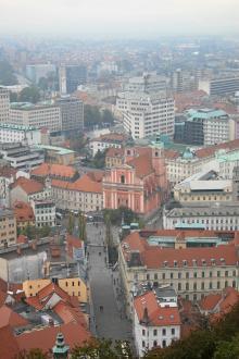 Ljubljana är ingen vacker stad sedd från ovan. Men den avspända stämningen, alla vänliga människor och den trevliga prisnivån gör det till ett resmål som vi vill återvända till!