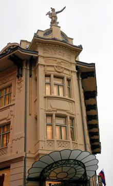 Gallerija Emporium i hjärtat av Ljubljana är nyöppnat efter en totalrenovering av ett  gammalt  bankpalats.
