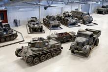 Den stora hallen är fylld av stridsvagnar och andra fordon som använts av det svenska försvaret fram till idag. Längst fram den svenska stridsvagnen M 38 och bakom den en tysk bil, Tempo Vidal, som är både fyrhjulsdriven och fyrhjulsstyrd. Det var tyvärr en bil som välte lätt.  Sverige köpte ändå in 250 exemplar.