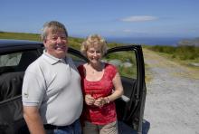 Len och Ann Taylor har kört ner från Limerick för att titta på utsikten från Valentia Islands högsta punkt.