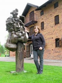 En av dem som driver Galleri Astley med sin skulpturpark är Elisabeth Nyhlén Ward. Ryske skulptören Ernst Neizvestnys verk tillhör den permanenta utställningen.