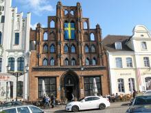 Wismars gamla stadskärna är utsedd som världsarv av Unesco, och har flera tecken på att det varit under svensk flagg i många år.