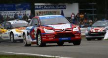 Minnen från fornstora dagar, Kenneth Hansen Motorsport i tätposition, men nu med en ryss bakom ratten, Timur Timerzyanov.