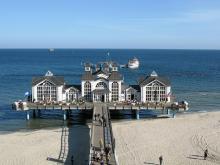 Det finns flera badorter på Rügens östkust med fina, vita stränder. Men ingen har en så anslående havsbrygga som byn Sellin.