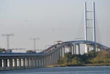 Nya bron Rügen–Stralsund, dyr och elegant, invigdes 2007 och dess silhuett kan avnjutas från båda sidor.