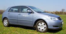 Gamla Toyota Corolla är en favoritbil och bidrar till att Toyotas ägare med äldre bilar är mer nöjda än de som kör nyare årsmodeller.