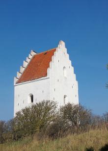 """Den """"tilsandede kirke"""" stängdes redan på 1700-talet. Idag sjömärke och utflyktsmål."""