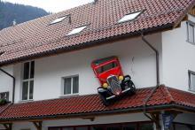 Service för Citroën, omöjlig att missa på vägen genom Toggenburgs dalgång.