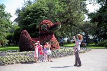 Blomsterparadiset Mainau, skapat av greve Lennart Bernadotte, lockar årligen en miljon turister.