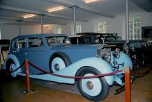 Närmare hundra exemplar av Rollsar före kriget finns att beskåda i österrikiska byn Gütle, här en Phantom Sports Saloon från 1929.