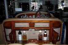 Rolls Royce förkrigsbilar tillverkades efter kundernas beställningar, här en New Phantom Open Touring Car från 1926 med både spritskåp och skrivpulpet.