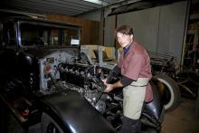 Här finns världens största Rolls Royce-museum. Ferdinand Vonier trivs bäst inne i RR-verkstaden, och museibesökarna får också tillträde.