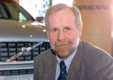 –Det gäller att inte prisa ut sig, då är det kört. Det är, enligt presschefen Bo Larsen, en viktig förklaring till att Volvos bilar kostar så olika beroende på var i Europa man köper dem.