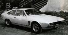 Iso Lele var relativt rymlig för att vara en tvådörrars coupé, pigg förstås, men med en kaross som Bertone ritade ihop utan Giugiaros begåvade hjälp, och det syntes.
