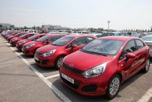 """Kia är Sydkoreas  äldsta biltillverkare  och landets näst största efter Hyundai. Med värvningen av tyske bildesignern Peter Schreyer har  man numera också en genomgående märkesindentitet. Rio är den senaste modellen som fått Schreyers """"tigernos"""" i fronten."""