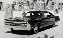 Formgivningen fick utstå kritik de sista åren. De helsläta karossidorna vann inte många vänner. Denna 71:a är en Imperial LeBaron med 440-motor och fyrportsförgasare.