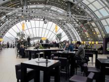 Längst upp i varhuset KaDeWe ligger en härlig restaurang med utsikt över centrala Berlin.