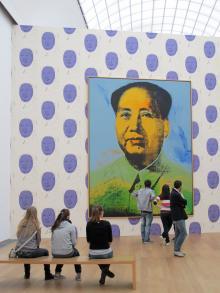 Stora Andy Warhol-målningar kräver stora utställningsrum och de finns på Hamburger Bahnhof