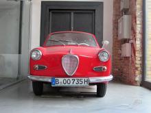 Allt behöver inte vara Ferrari och Rolls Royce. Även en Goggomobil och en Saab platsar på Meilenwerk.