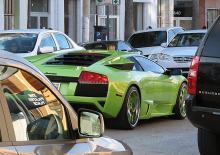 """6:e pris: Mats Rissveds. Även den vackraste av bilar, en Lamborghini, kan vara svåranvänd när den blivit instängd bland en massa """"gråsparvar""""."""