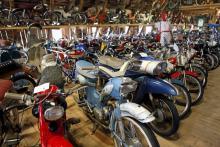 På Moped och Mc-museet i Björkenäs finns drygt 300 olika motorfordon och ett femtiotal cyklar.
