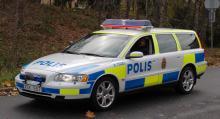 Volvo V70 målad i polisens vita, gula och blå färger är en vanlig syn i trafiken. Andra vanliga polisbilar är Volvo XC70 och Saab 9-5.