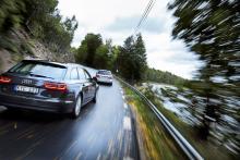 Mercedes i täten och Audi en bit efter. Det stämmer när det handlar om lastförmåga, men inte när det gäller köregenskaper.
