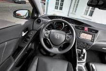 Nya Civic har bra förarmiljö med fin finish på detaljerna.