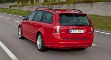 Till vardags kör Lena Ek en etanoldriven Volvo V50.